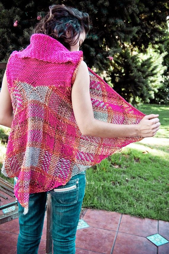 I made this unique penguin pink and grey sleeveless wrap sweater for women simply joining 4 squares weaved in square loom. The most amazing thing are the