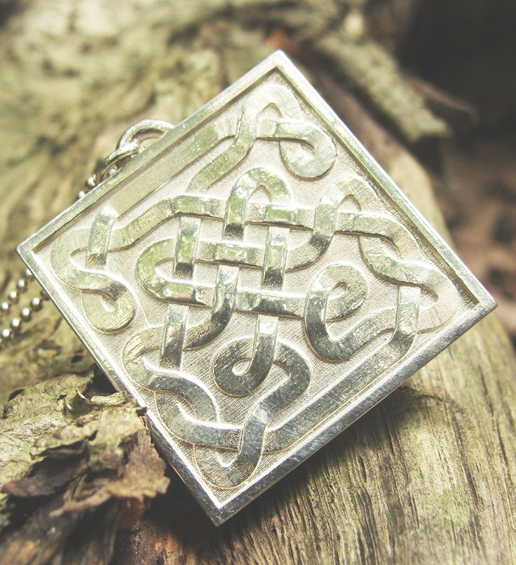 Closer to nature with customized celtic knot.