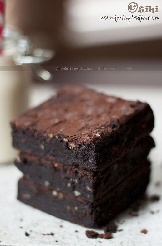 A truly divine brownie that's vegan and gluten-free #vegan #vegetarian #dessert #recipe #gluten #free Kind of want to try it. Looks so tasty