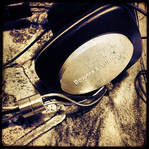 """Bowers & Wilkins - P5 ,Audiophile High End Headphones"" !...  http://about.me/Samissomar"