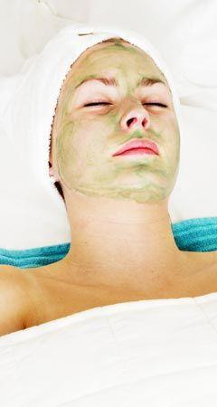 Anti-Pickel Maske mit Aloe Vera für jeden Hauttyp gegen Mitesser und unreine Haut. www.ihr-wellness-magazin.de