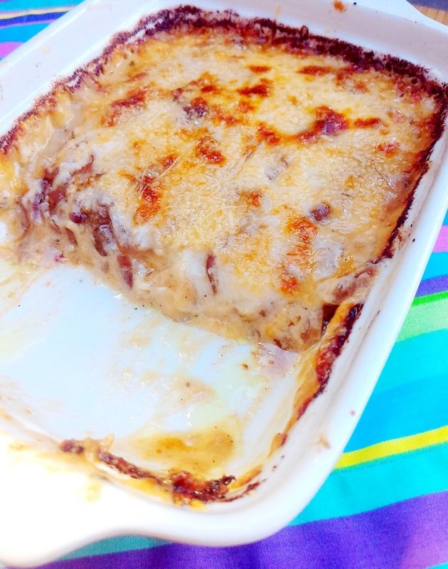 Lasanha (sem massa) de cogumelo com cebola caramelizada e gorgonzola
