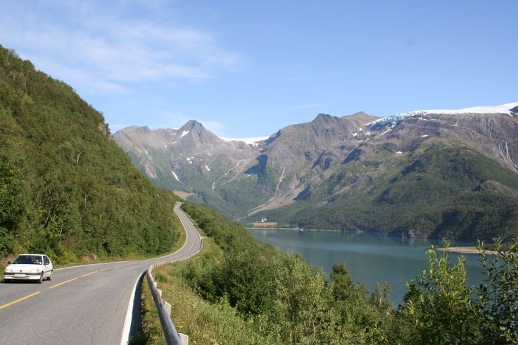 #Holandsfjorden in #Meløy.  Along the #scenic road #Kystriksveien.  www.kystriksveien.no photo: Kystriksveien Reiseliv