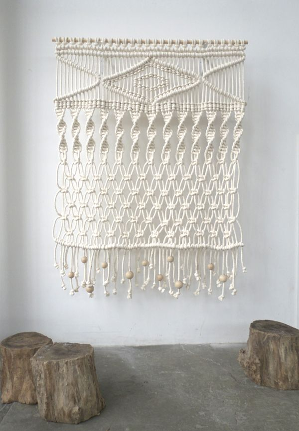Decoración de pared con macramé, vuelven los años 70 • Cotton cord wall hanging, by Sally England