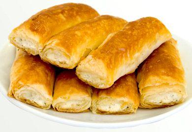 Kayseri Kuru Börek Tarifi, çocukken okuldan eve geldiğimizde mutfaktan gelen mis gibi anne böreği kokusunu geri getiren bir tarif. Malzemeleri şöyle;