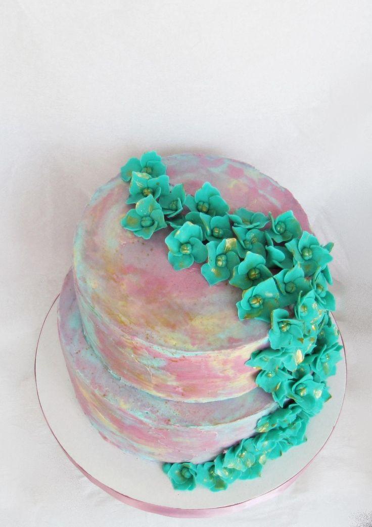 покрытие торта крем, цветы из сахарной мастики, начинка - пьяный чернослив