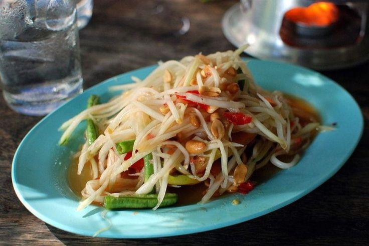 Le Som Tam, la fameuse salade de papaye verte pimentée #recette #cuisine #Thaïlande
