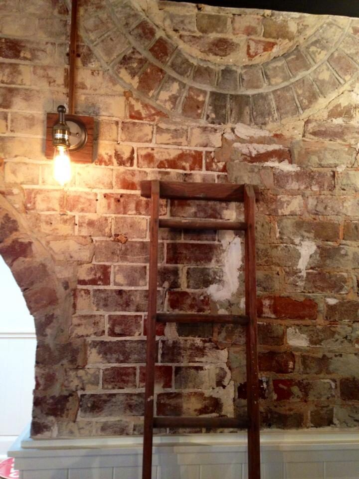 exposed brick, vintage, lighting