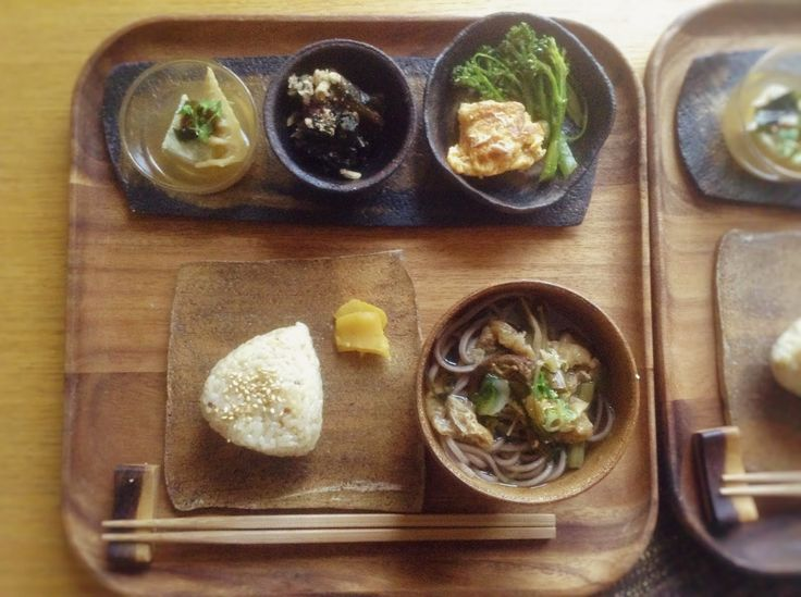 aromammaya通信  筍ごはんのおにぎりと山菜煮付けの蕎麦と野菜小鉢のおばんざい