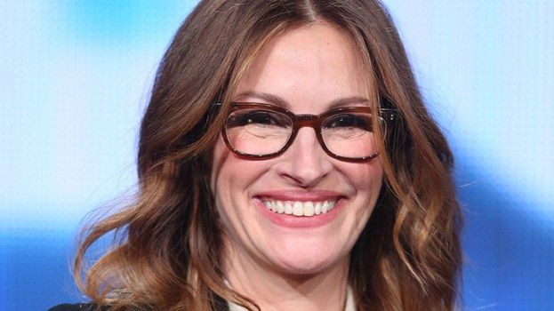 <3 glasses! Have an oval face like Julia Roberts? Glasses with rounded edges won't overwhelm your features.