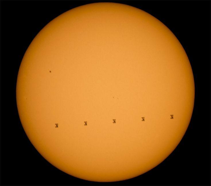 Фото дня: Международная космическая станция на фоне Солнца / Новости hardware