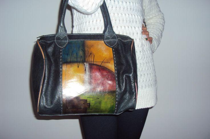 Bolso en cuero pintado y elaborado 100% a mano