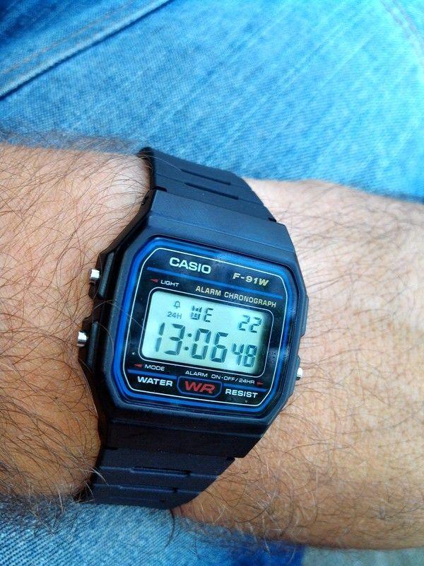 Casio F-91W  Die klassische Uhr der 80er und 90er.