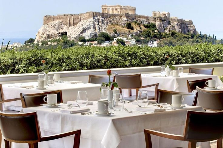 Top 15: Terrasses sur le toit | CHEZ SOI Photo: ©Hotel Grande-Bretagne #deco #terrasse #toit #restaurant #hotel #voyage #athenes #grece