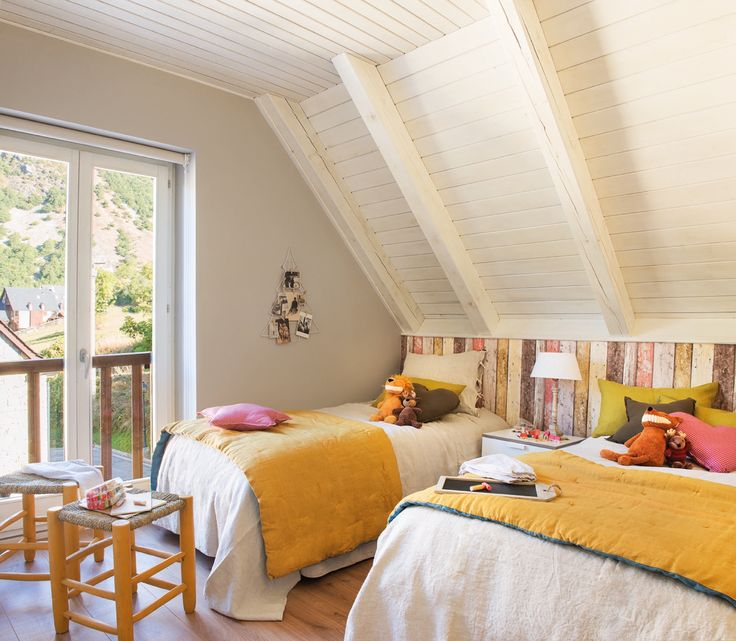 dormitorio infantil con papeles pintados