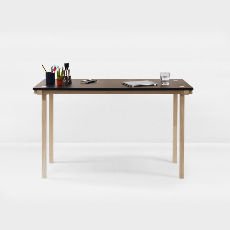 Knot Table / This table is only 47 cm deep. With 121 cm wide, this table is perfect for a small desk. #mwa #makerswithagendas #mwadesign #agendadrivendesign #mwagram #nomadicliving #minimallogistics