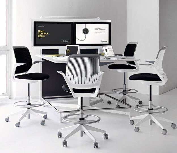 Media:scape, technológia zabudovaná do stola pre jednoduché zdieľanie pracovných plôch na PC a konferenčných hovorov. Cobi collaboration sedenie na vysokej podnoži.