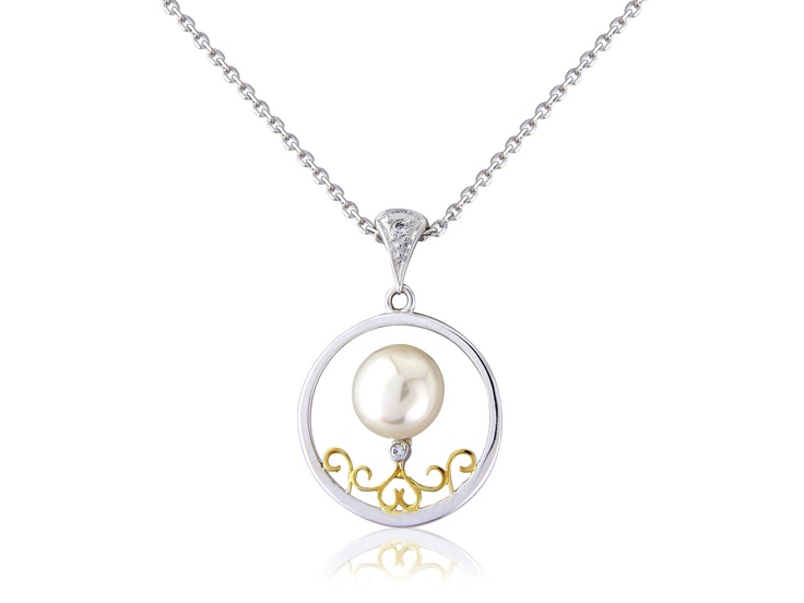 Golden Grace is a Sterling silver pendant with a freshwater pearl at its centre. The 14ct gold toned ornate swirls add an extra element of glamour to the piece.