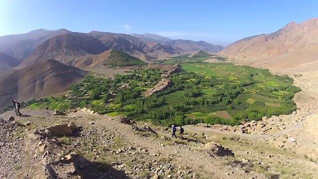 Aït Bougmez, la vallée heureuse by Voyageons Autrement. Bien connu des randonneurs, le Maroc est une destination trekking très appréciée. Le Haut Atlas en est la pièce maitresse et compte quelques belles pépites préservées. La Vallée des Aït Bougmez en est une. Balade en pays Berbère, dans une vallée verdoyante au coeur des montagnes marocaine.