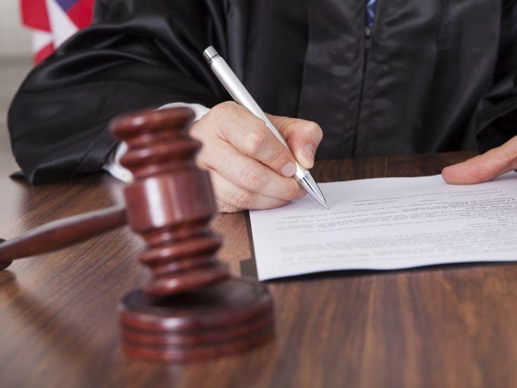 Voorwaardelijke taakstraf voor Oosterhoutse na dreigen en slaan van ambtenaren