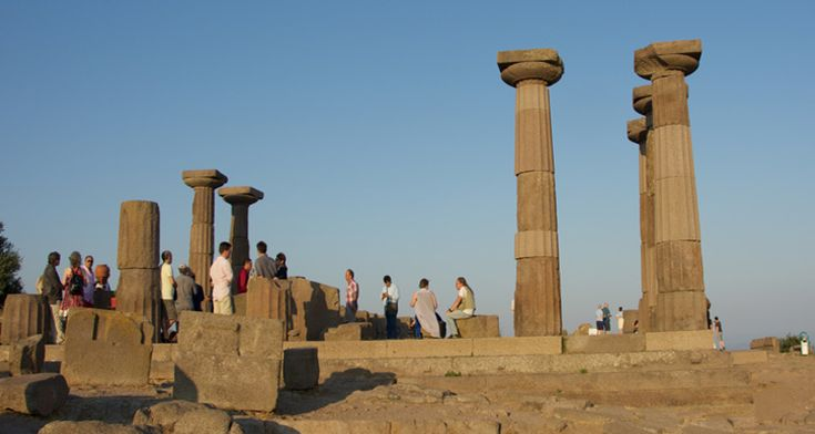 Aristo'nun kentinde Assos Felsefe Günleri...  http://724kultursanat.com/kuslar_meclisi_oyunu/ #felsefegünleri #assosfelsefe #aristo #behramkale