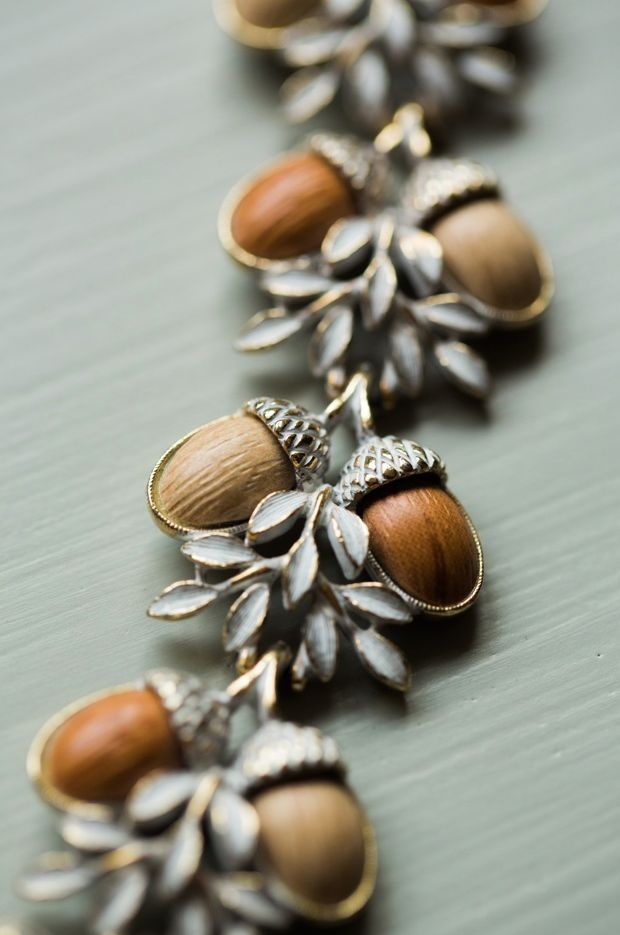 Vintage 1950s Art Nouveau White and Metallic Gold-tone and Acorn Bracelet