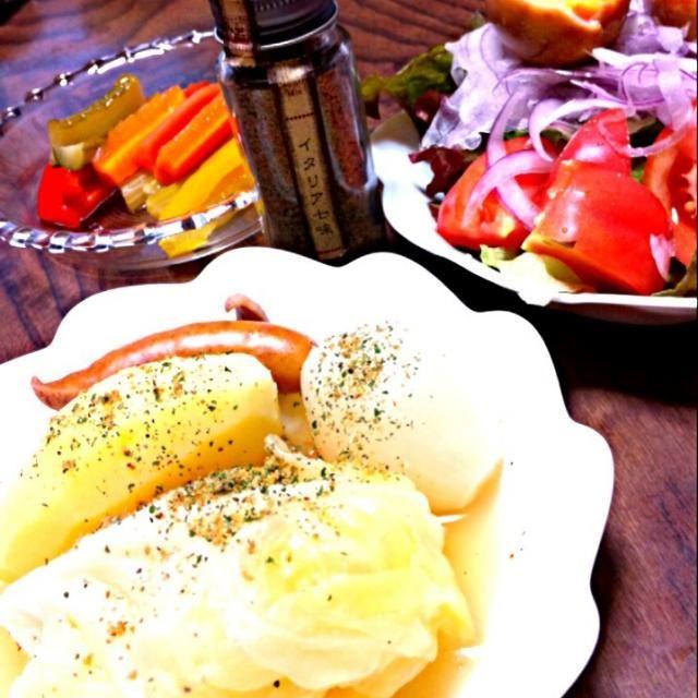 みえこさん、イタリア七味、ポトフにも合いました(#^.^#)お野菜ばかりの夕食になってしまったわ。手前味噌ですが、自家製ピクルスが美味しい! - 17件のもぐもぐ - ポトフ by tOmOkOscOrpiOn