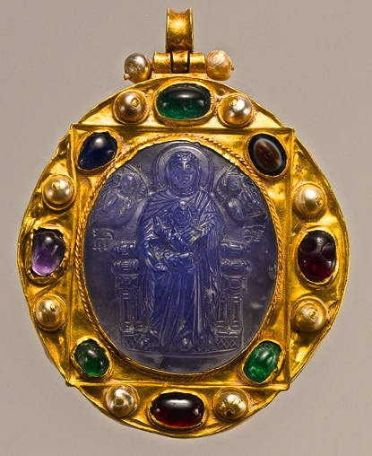 Pendant Brooch with Cameo of Enthroned Virgin and Child, 11th–12th century