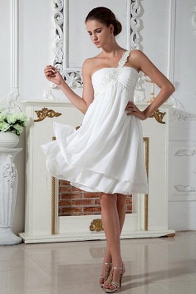A-Line Chiffon Elegant Graduation Gowns wr0915 - http://www.weddingrobe.co.uk/a-line-chiffon-elegant-graduation-gowns-wr0915.html - NECKLINE: One-shoulder. FABRIC: Chiffon. SLEEVE: Sleeveless. COLOR: Ivory. SILHOUETTE: A-Line. - 138.59