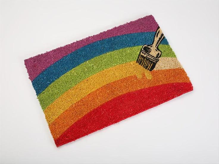 Felpudo original con un bonito arcoiris. Pinta en la cara de tus invitaods una sonrisa cuando pasen por tu puerta. www.tatamba.com