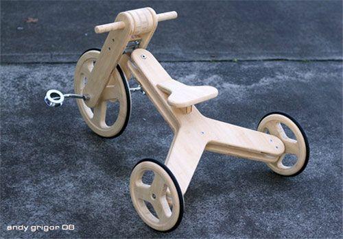 El triciclo Bam Bam Baby es un bonito juguete elaborado con bambú ecológico. Como sabéis, el bambú es un material altamente resistente y flexible. Además, no se ha utilizado ningún tipo de pintura o barniz, ya que resulta muy estético en crudo a la vez que se evitan estos componentes en un juguete infantil.El triciclo Bam Bam Baby consta de pocas piezas que tendremos que montar después de su adquisición. Las ruedas son de goma y la tornillería de acero inoxidable reciclado, se nota que su…