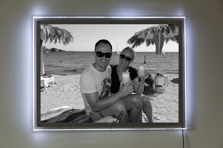 Zwart-wit effect in een foto in lichtbak. Ook sepia, popart, collage en mozaïek mogelijk. http://www.fotoinlichtbak.nl/effecten
