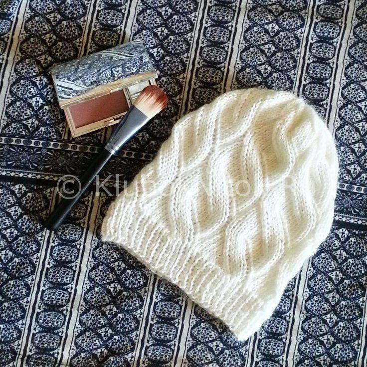 Шапочка с интересным узором   Вязание для женщин   Вязание спицами и крючком. Схемы вязания.