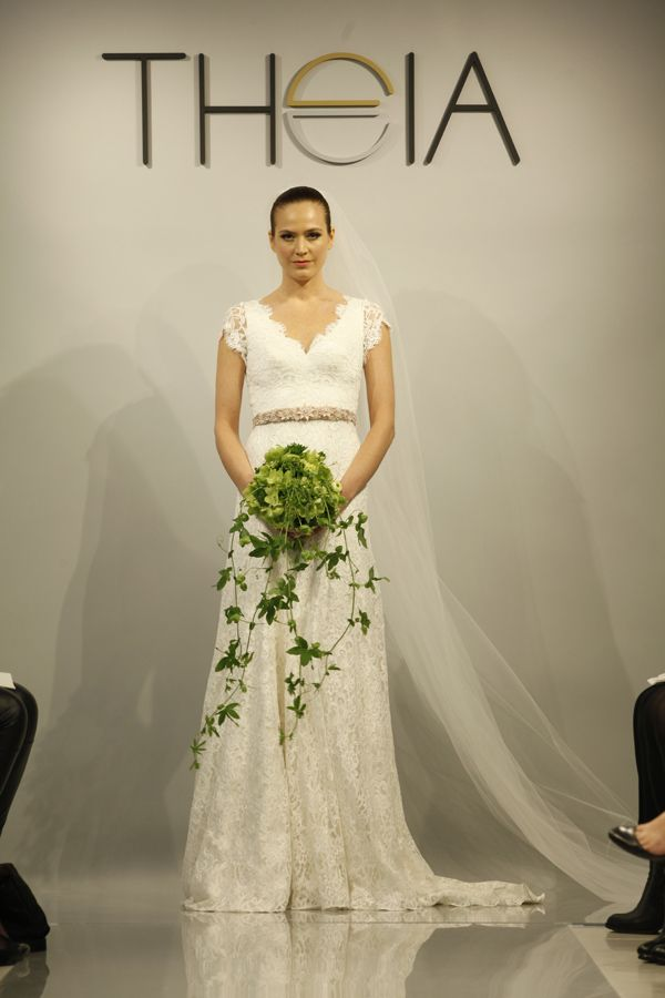 1000 images about theia white on pinterest runway elsa for Kelly clarkson wedding dress replica
