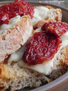 Bruschette Pecorino e Pomodorini Secchi