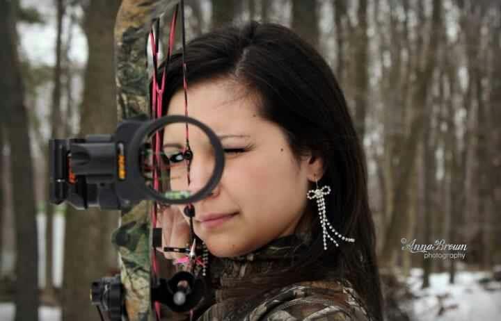 Hoyt, Camo, Hunting senior photo, individual portrait, bow, bow hunting.