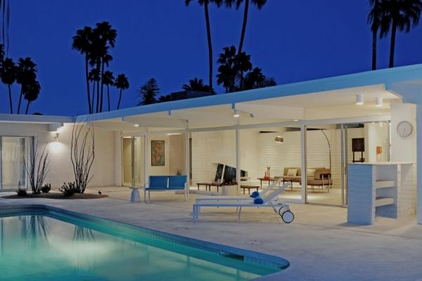 Pool at mid-century modern Palm Spring vacation home. Architect: Hugh M. Kaptur, 1960... WOW!!! This is so perfect and beautiful.