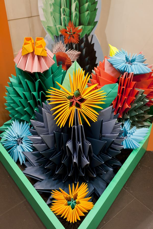 Desert Bloom Gloss Creative9 - good example to show application of building up sculptural elements.