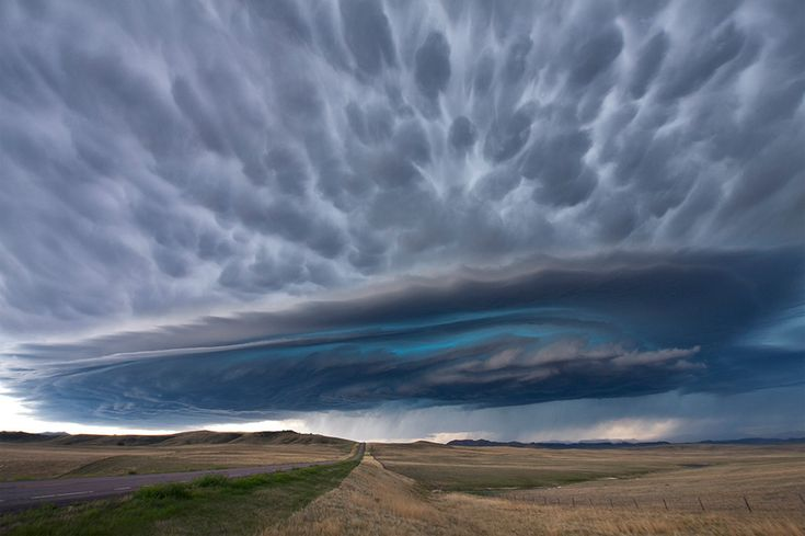 incredible supercell thunderstorm, montana. always wondered if this website's photos were real or way over-edited. either way, they boggle.