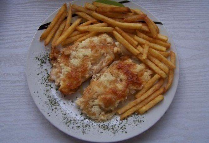 Tejfölös - sajtos rakott csirkemell