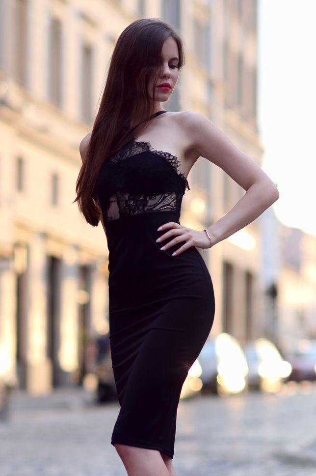 Czarna Koronkowa Sukienka Midi I Lakierowane Szpilki Z Czubkiem Ari Maj Personal Blog By Ariadna Majewska Vestidos Negros Moda Vestidos