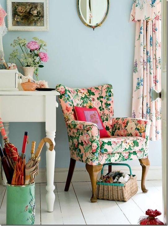 Verspielter vintage look mit floralen mustern und zarten pastellfarben