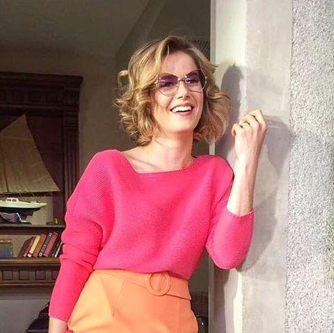 #mulpix Hülya Cevher (Burcu Biricik), Kanal D Hayat Şarkısı dizisinin dün gece yayınlanan bölümünde, yarım mor renk lensli San Glasses MEIRA model gözlüğüyle.. . @Regrann from @fatossuda - #hayatsarkisi #hayatsarkısı #hayatsarkisitv #hayatsarkisidizi_ #hülyacevher #burcubiricik #triko @forevernewturkiye #etek @adl_official @roomtr #çanta @difashionbranding @pinkyloladesign #gözlük @gozlukgurusu #ayakkabı @ninewestturkiye - #regrann