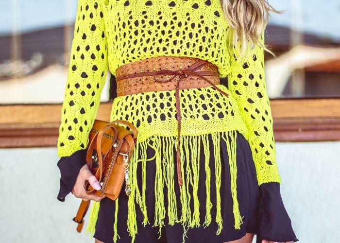 blusa de franjas em tricot amarelo limão