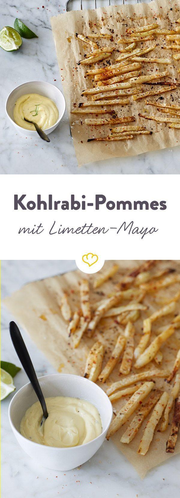 Der perfekte Low-Carb Snack für Zwischendurch: Kohlrabi-Pommes mit Limetten-Mayonnaise machen den altbewährten Kartoffel-Fritten Konkurrenz.