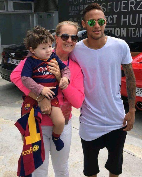 Neymar with fans
