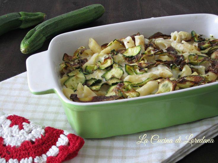 Una deliziosa e stuzzicante Pasta con zucchine al forno assolutamente irresistibile, leggera e filante di gustosa mozzarella