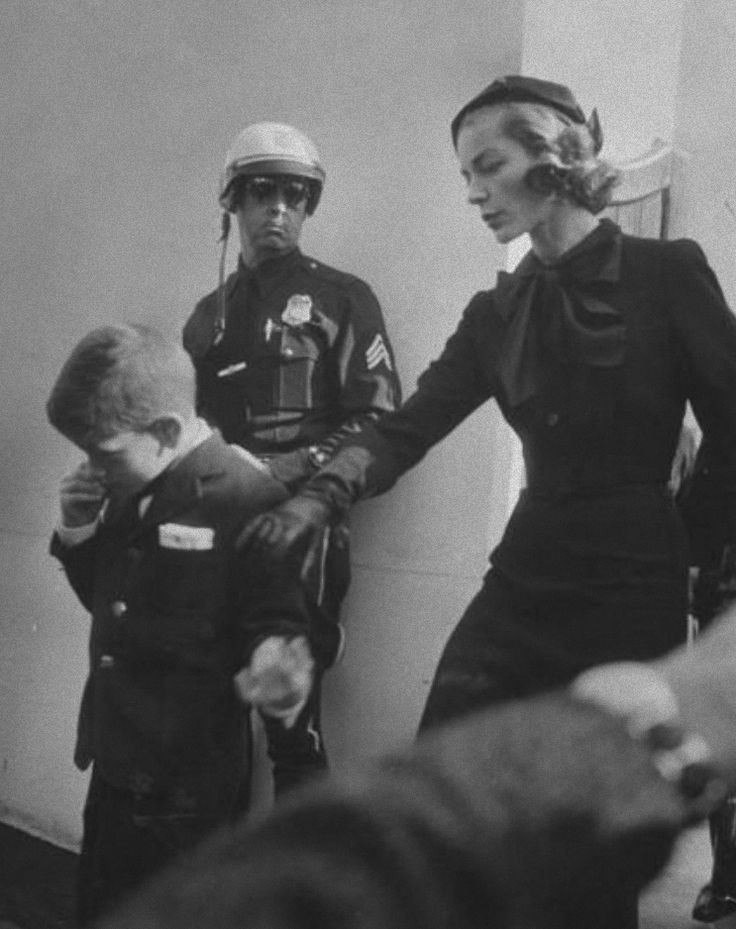 Lauren Bacall At Humphrey Bogart S Funeral With Their Son
