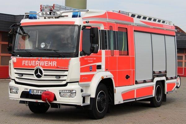 Die #Feuerwehr #Stockstadt a. Main stellte Ende Juli 2015 einen neues Hilfeleistungs-Löschgruppenfahrzeug #HLF 20 in Dienst. Das von der Firma Empl aufgebaute Fahrzeug ist das erste auf einem Euro 6-Fahrgestell (#Mercedes #Atego 1530 F) aufgebaute #Löschgruppenfahrzeug und leitet unter den Namen #Primus eine neue Designlinie bei #Empl ein.