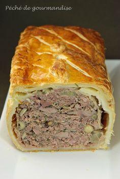 Pâté en croûte : pâte feuilletée, aiguillettes de canard, chair de canard type filet, viande veau (épaule), lard fumé.
